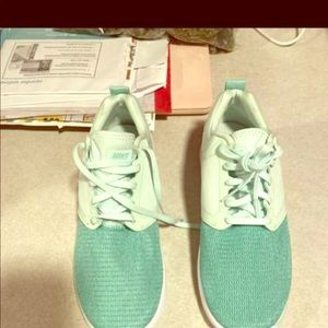 Brand new Lunar solos size 7
